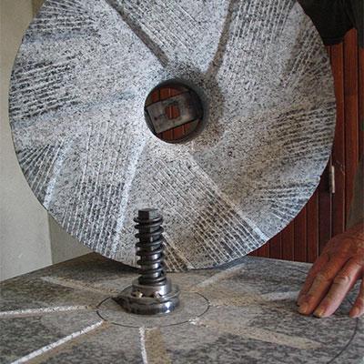 Meule de moulin en granit
